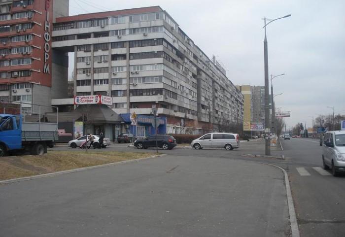 Продажа. Магазин. Ул. Маршала Малиновского, непосредственно на Набережной ж/м. С 64111
