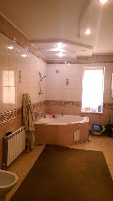 Предлагаем на покупку  просторный и уютный  дом  с ремонтом. Находится  в Куйбыш 62561