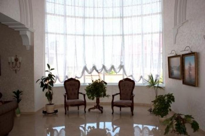 Общая 540м, жилая 200м, 3 уровня, 2 этажа. 4 спальни+кабинет, кухня-столовая 40м 62580