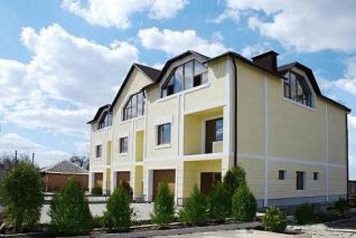 Продам Таунхаус (на 3 дома) П.Поле. Площадь каждого дома: жилая = 242кв.м, общая 62593