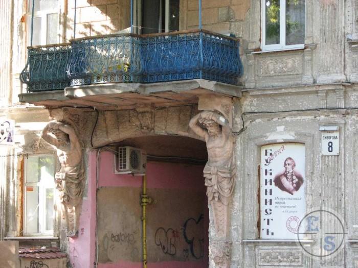 Квартира ул.Суворова,8 (дом с атлантами-усадьба Куликовских). Площадь -36.4м кв. 611596