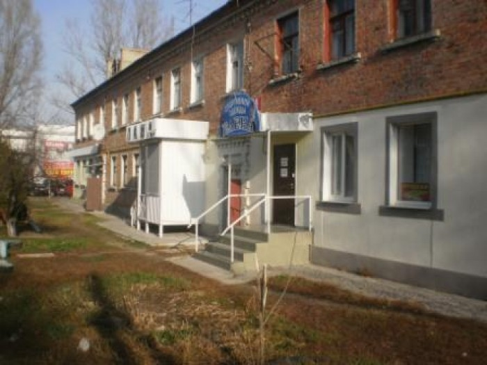 Продам помещение в центре Чугуева, пл. 31 кв. м., зал - 17 кв. м., с/у, кладовая 64698