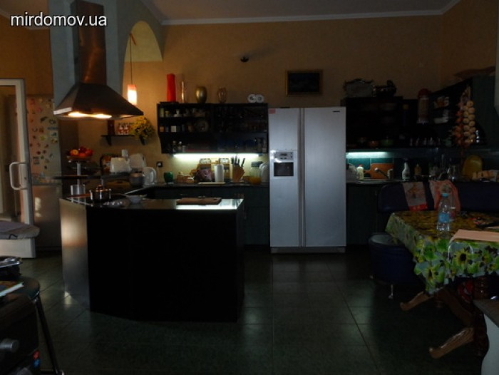Продается кирпичный 3-х этажный дом со всей мебелью и бытовой техникой (по желан 62710
