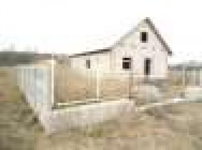 продам новый дом на участке.недостроен.во дворе есть колодец,забор.Тывровский р- 62715