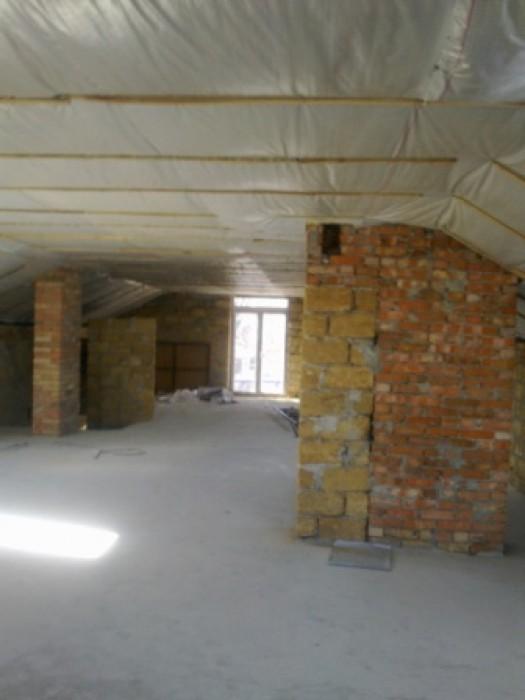 Полностью произведен ремонт фасада дома, новая крыша. Внутри дома требуется полн 62748