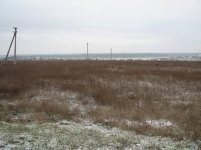Рельеф местности ровный, застройки на участке отсутствуют. Рядом с участком морс 63421