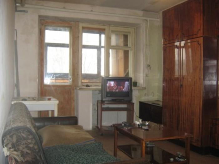 Входная дверь металлическая, балкон застеклен, требуется  косм.ремонт. 611828