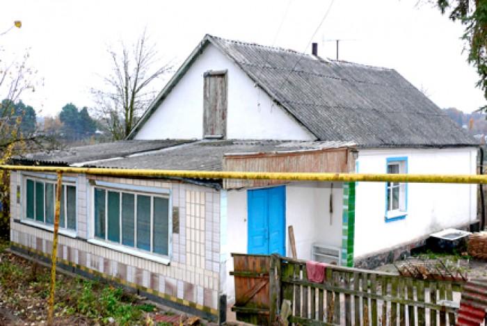 Житомирская обл. г.Коростышев. Дом кирпичный в хорошем состоянии(потолки не теку 62858