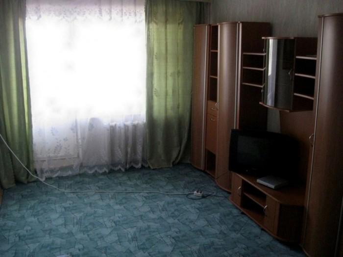 1 комнатная квартира посуточно ,центр-Мытница,с хорошим ремонтом.новая мебель,в  612201