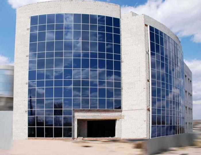 Здание. Новострой. В самом центре Луганска с выходом на центральную улицу (углов 64905