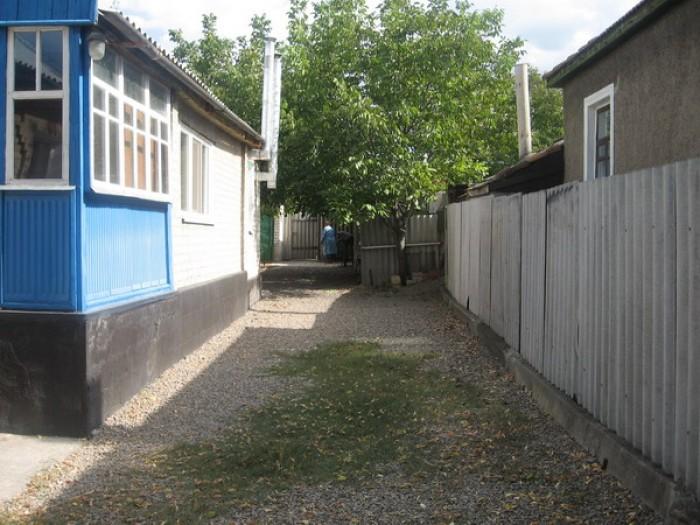 Дом находиться на центральной улице п. Георгиевка (ул. Карла Маркса, возле остан 62992