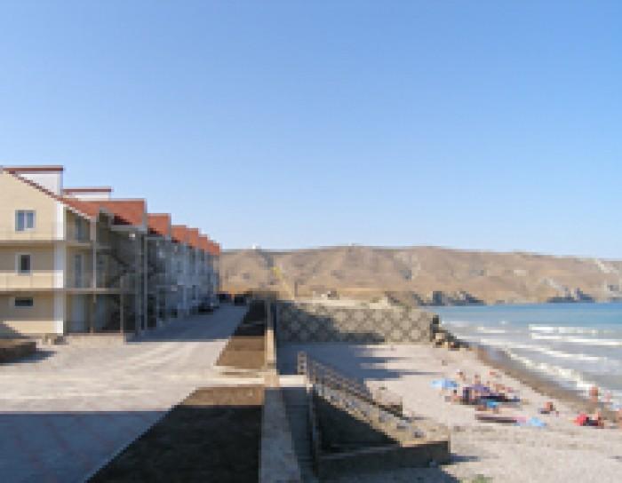 Продается собственная гостиница и эллинги в центре поселка Орджоникидзе, Крым, Ф 64260
