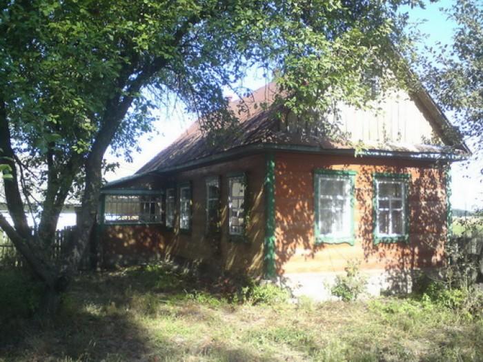 120 км от Киева , рядом с трассой Киев-Ковель (2 км от трассы), дом деревянный ( 62177