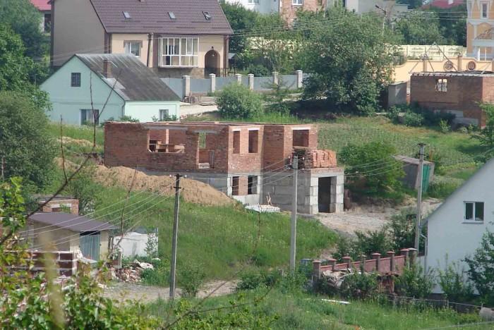 Продам недобудований будинок. Є документи, проведено світло (380В).   Будинок бу 62223