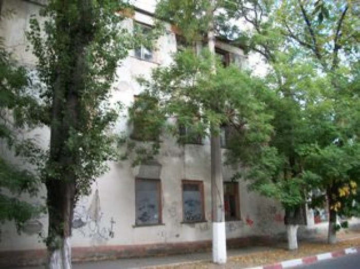 В городе Феодосия сдаются в  долгосрочную Аренду различные фасадные помещения по 64317