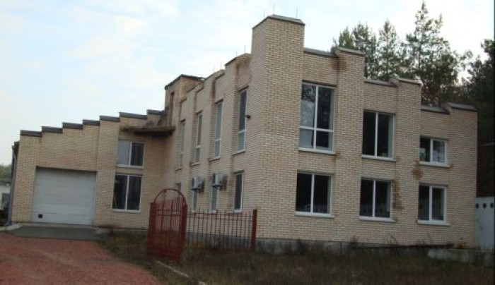 Киевская обл. Броварской р-н с.Зазимье.На  территории 1.2 га находится два готов 64408