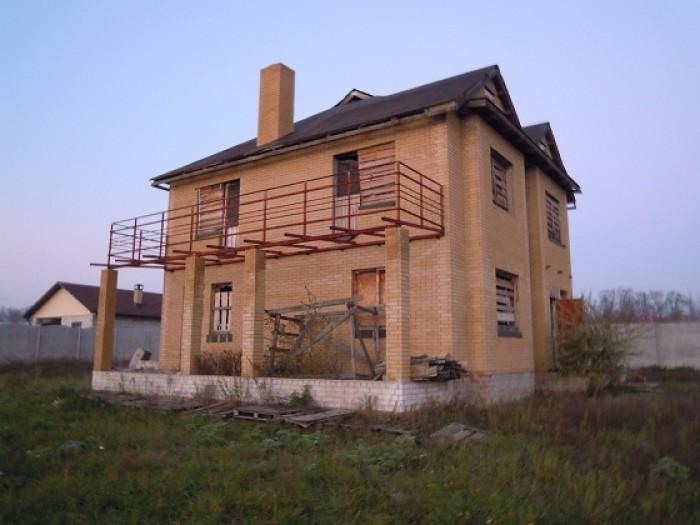 Продам недостроеный 3-этажный дом в с.Любимовка.Участок 12 соток.Все документы в 62310