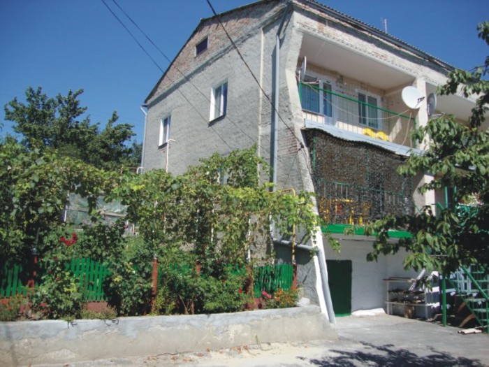 1/2 кирп. дома, толщина стен 50 см, планировка квартирного типа, 3 уровня, (1 ур 62354
