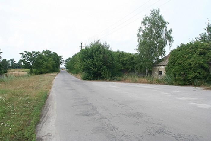 Барышевский р-н. Имущественный комплекс (ферма) 16 га. 11 900м2. Есть скважина,  64533