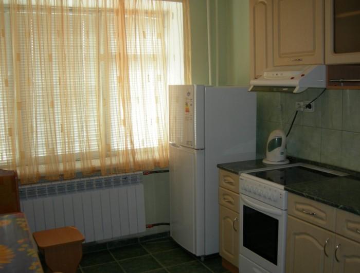 ПОСУТОЧНО! 1-комнатная КВАРТИРА в р-не швейной фабрики. Телевизор, холодильник,  611238