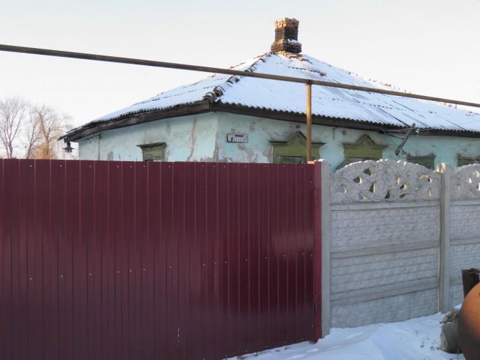 С центре Станицы Луганской свет, газ по улице, сад, можно под снос 62509