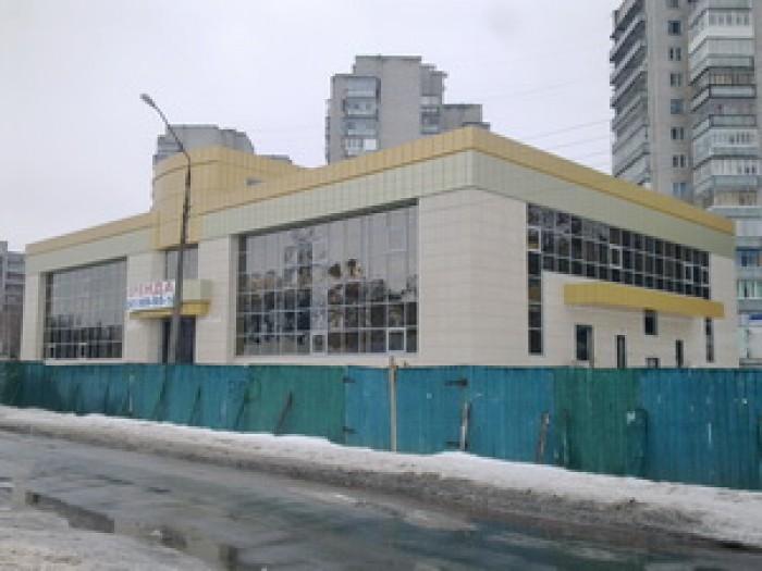 продается отдельно стоящее здание 2100 кв.м, на 25 сотках земли. По проекту - ма 64999