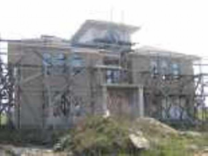 Дом 3 эт., общ. пл. 320 кв. м., кирп., 7 комн., без отдел. раб., 15 сот. Дом из  621047