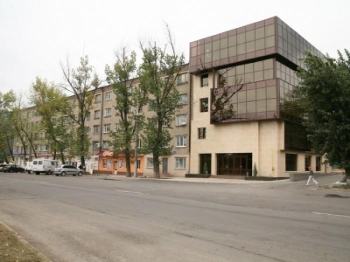 Здание магазина и офиса. 5-ти этажное здание общей площадью 951.3 кв.м с большим 641032