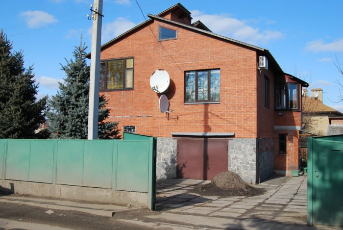 Возможен обмен на дом с вашей доплатой. Кирпичный дом ( три уровня) 4ком.- 25/21 621197