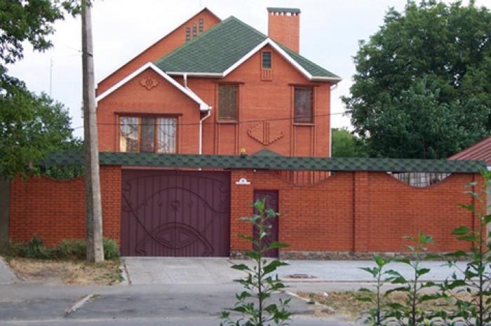 Продаю дом по ул. Дзержинского угол ул. Чкалова   I. Наружная отделка - красный  621216