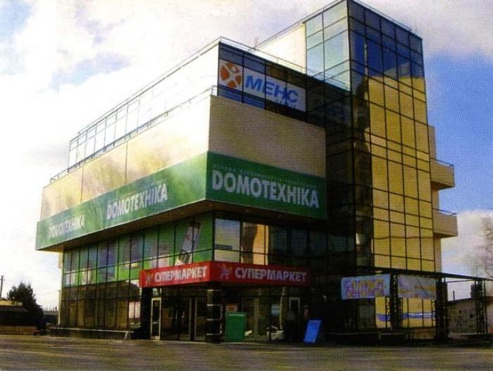 Торгово-розважальний центр знаходиться в густозаселеному мікрорайоні Східний м.  641244