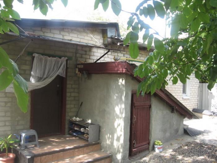 Дом на центральной улице п. Георгиевка (возле остановки, 5 км до Луганска). Очен 621374