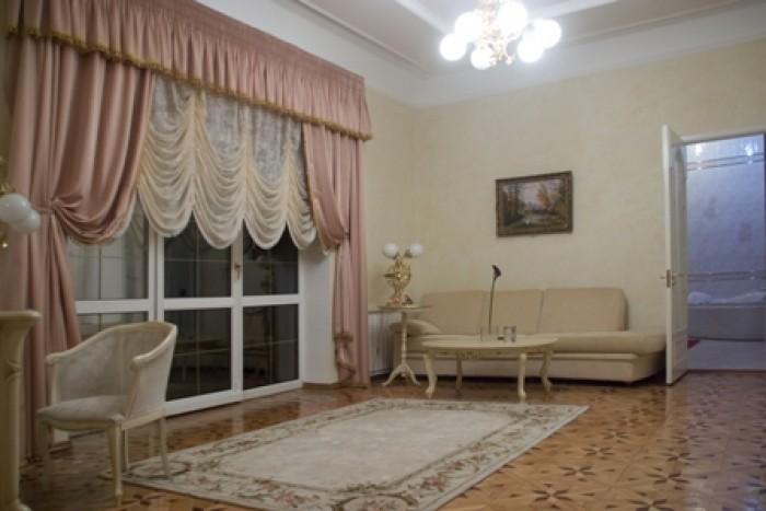 Продается особняк в г. Днепропетровске, ул. Рыбальская.Общая площадь 1000 м.кв.В 621390