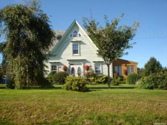 Продам дом 70кв.м шлакоблочный под шубой.2-е спальни,зал,кухня,с/у-нет.В  доме-п 621428
