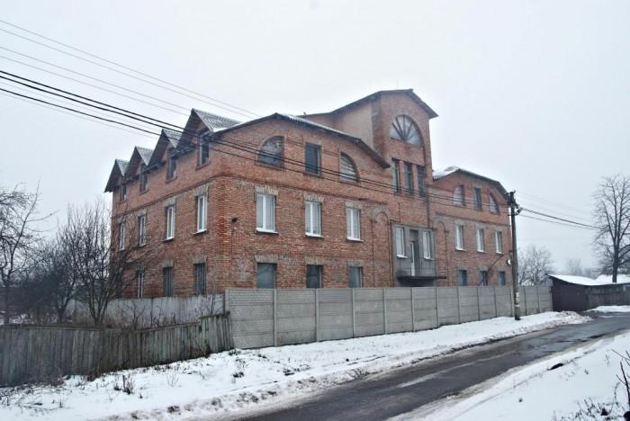 Это офисно-производственная база, с офисом в 1000 кв. м.На территории 0.78 га на 641307