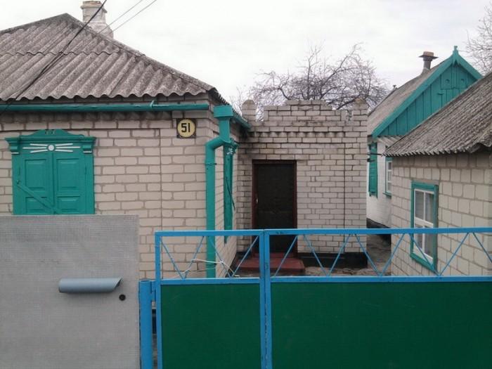 Продам благоустроиный дом с хоз.постройками , 7 соток земли , времянка , подвал  621488