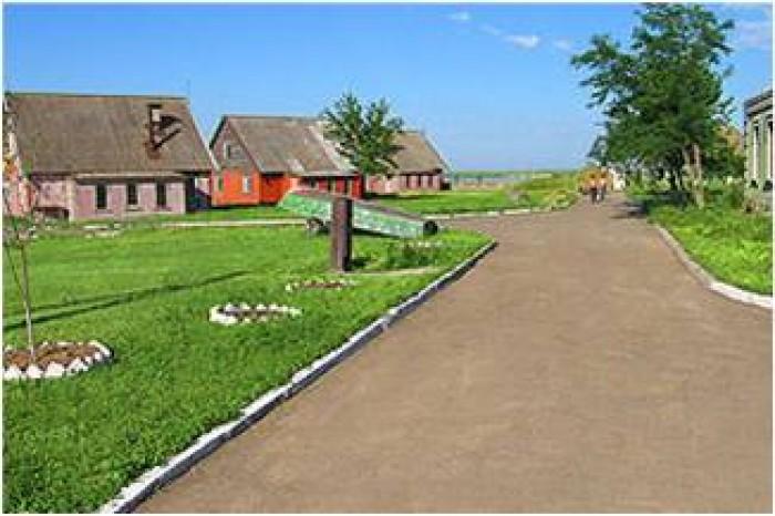 База відпочинку Чайка-Ліс розташована в на березі Березанського лиману, в  Іжець 641398