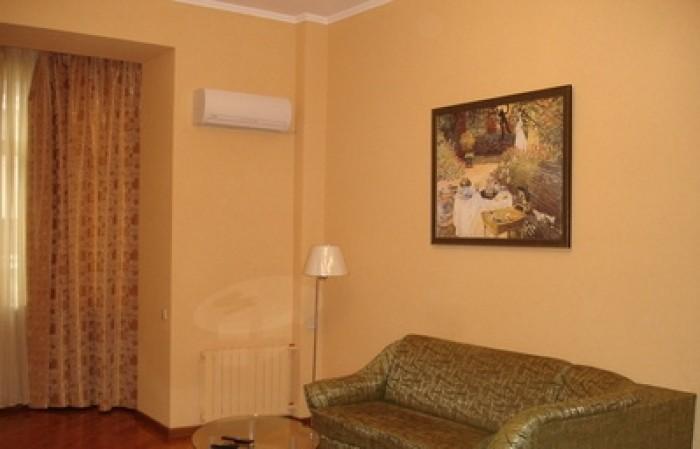 Сдается 2-х комнатная квартира в центре Киева, м.Золотые ворота (10минут). 3/5 э 613629