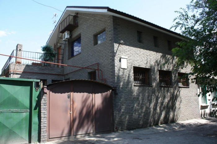 Продам двухэтажный дом 2002 г.п. Общая площадь 136 м2, жилая площадь 80 м2. Все  621658