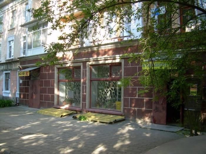 Продаю помещение на 1-м этаже 3-х этажного жилого дома общей площадью 310 кв.м.. 641541