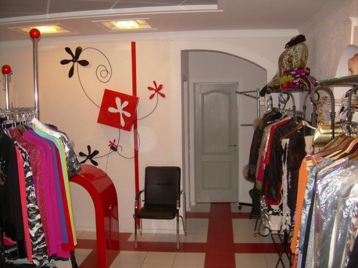 Продаю помещение 50 кв.м. (торговое помещение,склад,сан.узел) на 1-м этаже  жило 641545