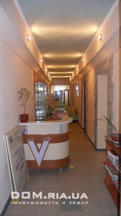 оборудовано под мини гостиницу, можно использовать как офис, салон, клинику... 614100