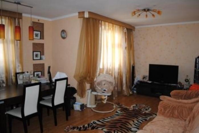 Продам перепланированную 4-х комнатную квартиру по индивидуальному проекту по ул 614116