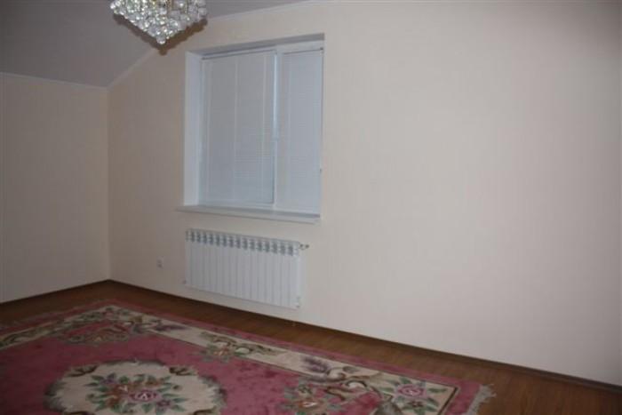 Продам дом с. Гатне, площадь 200м.кв, 6 соток, с мебелью, ландшафтный дизайн. 1- 621840