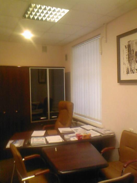Сдам офис в аренду. Липки, ул.Лютеранская 17, 1 этаж, 45 кв.м., 3 комнаты, два у 641685