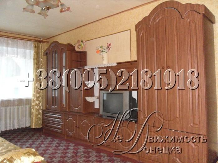 Укомплектована мебелью и необходимой бытовой техникой, в частности: холодильник, 614310