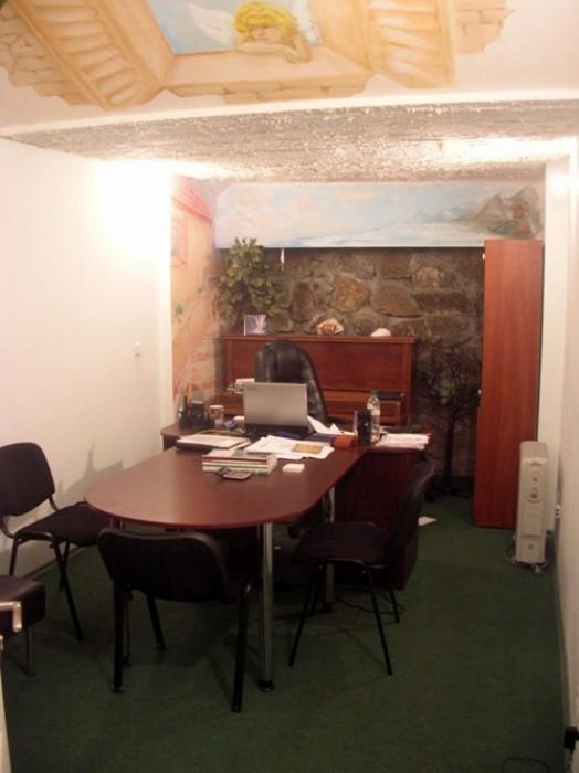 Работающий офис 185,1м.кв.Потолки 2,7м.Отдельный вход, п/п с окнами, решетки,сиг 641741