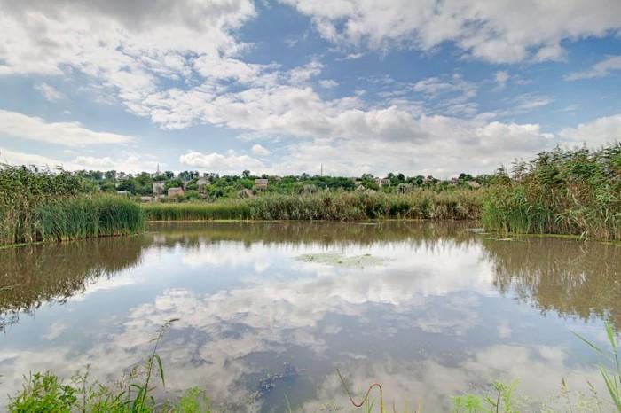 Продам земельный участок 37 соток с домом на берегу в Каменке. Участок расположе 631043
