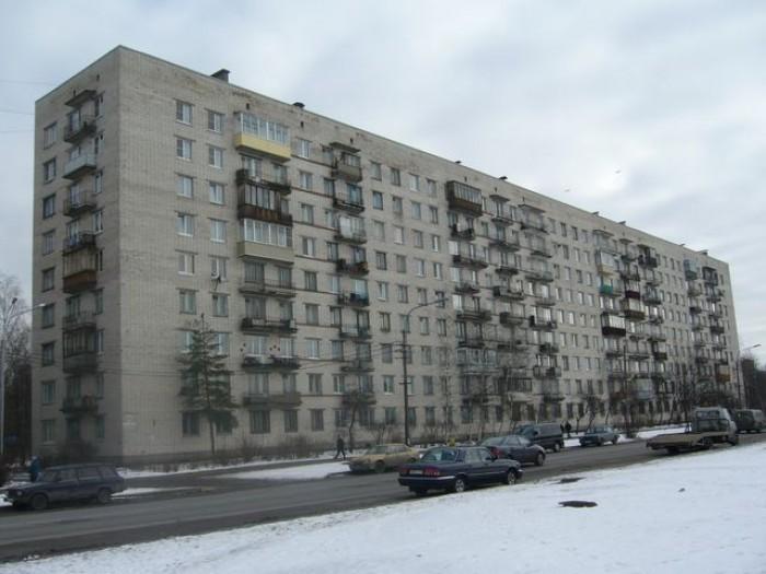 Продам однокомнатную квартиру.Первый этаж 9 ти этажного дома.36/18/10.Высокий цо 614516