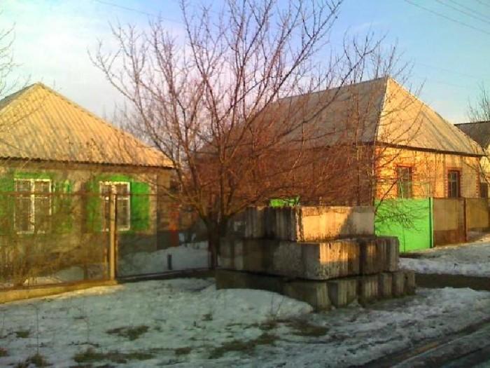 г. Макеевка Продается 2 дома на одном участке, участок 12 соток, газ,вода кругло 621967